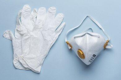 Illustration: Schutzkleidung zur Corona-Pandemie.