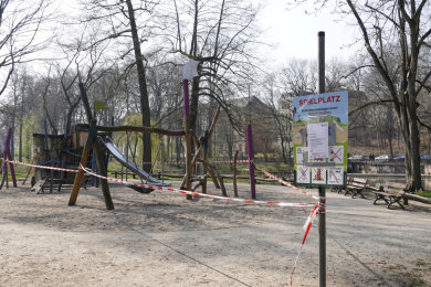 Wegen der Coronakrise waren zuletzt alle Spielplätze in der Stadt geschlossen. So auch der Spielplatz auf der Schloßteichinsel.