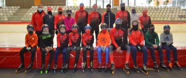 Ein Mund-Nasen-Schutz gehörte für die Eisschnellläufer des TSV Vorwärts Mylau beim Trainingslager in Inzell dazu. Ohne den durfte keiner auf die Eisbahn. Nur bei Tempo- und Ausdauerläufen konnte er abgenommen werden.