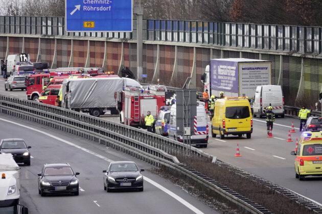 Unfall auf A4 mit vier Verletzten