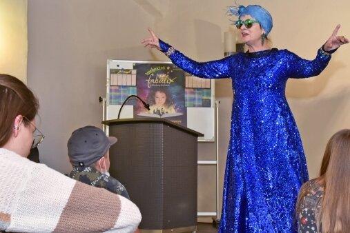 Marlies Linke bestritt als Märchentante die Auftakt-Vorlesung der Kinder-Uni Annaberg-Buchholz.