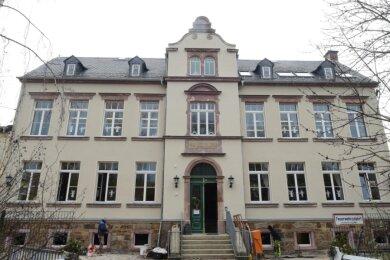 Zur Sanierung der Bräunsdorfer Grundschule gehören auch ein neues Dach und eine neue Fassade. Jetzt gibt esweitere Pläne zum Bau eines Speiseraumes für die Kinder.