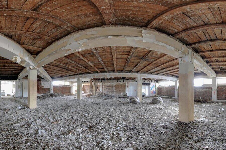Im Dachgeschoss des markanten Gebäudes könnten Wohnungen entstehen.