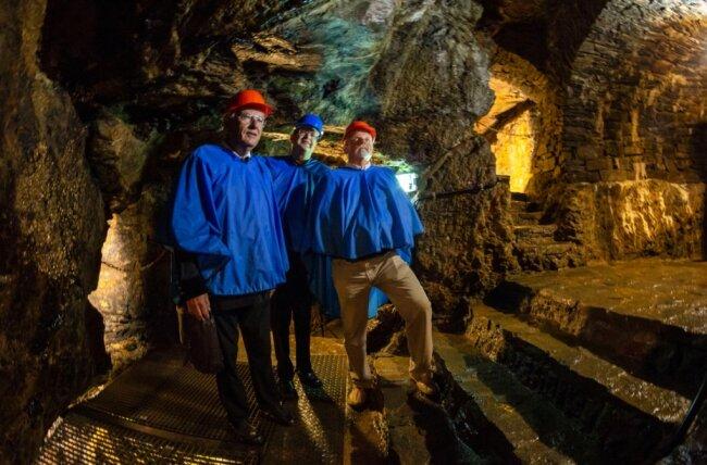 """Kennen das Silberbergwerk """"Im Gößner"""", das inzwischen seit 25 Jahren Besucherbergwerk ist, besser als alle anderen: Geotechniker Günter Meier, der derzeitige Museumsleiter Wolfgang Blaschke und der frühere Museumsleiter Jörg Nicklaus (von links)."""