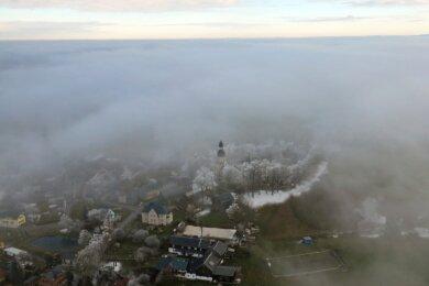 Anfang Dezember 2020: Der sogenannte böhmische Nebel löst sich über Landwüst auf.