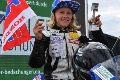 Anina Urlaß gab am Wochenende kräftig Gas. Die neunjährige Fahrerin des AMC Sachsenring siegte bei den beiden Rennen ihrer Klasse mit jeweils rund zehn Sekunden Vorsprung.