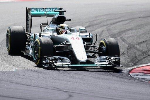 Hamilton scheidet mit einem Motorschaden aus
