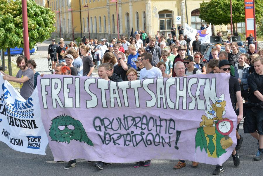 Die Demonstranten zogen durch die Freiberger Innenstadt.