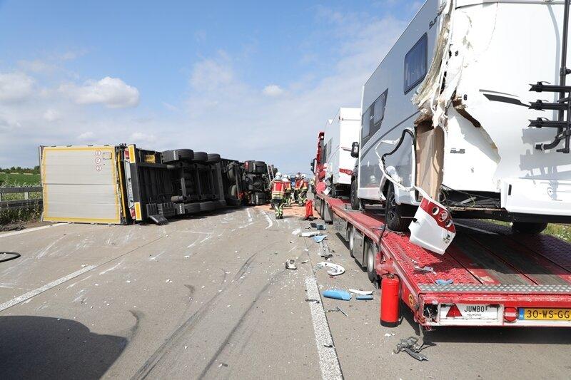 Schwerer Lkw-Unfall auf A4 - Rettungshubschrauber im Einsatz