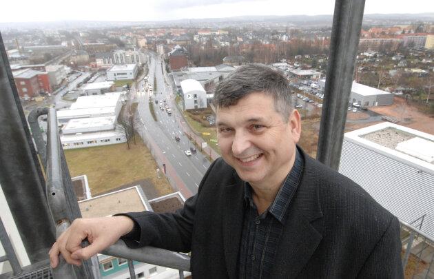 Bela Dören in seinem damaligen Büro (2008) im Solaristurm.