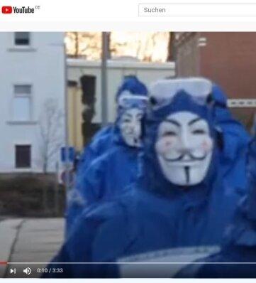 Auf den Internet-Plattformen Youtube und Facebook sind Videos von dem außergewöhnlichen Aufzug von acht vermummten Gestalten in Mittweida aufgetaucht.