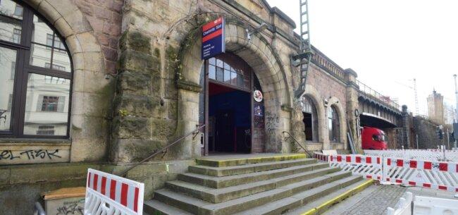 Bald könnte es an dieser Seite des Südbahnhofs nur noch einen gemalten Eingang geben.