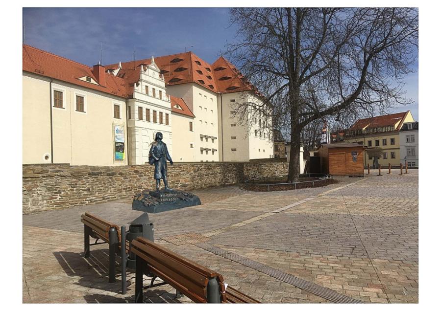 So könnte das Lomonossow-Denkmal am Schlossplatz aussehen.