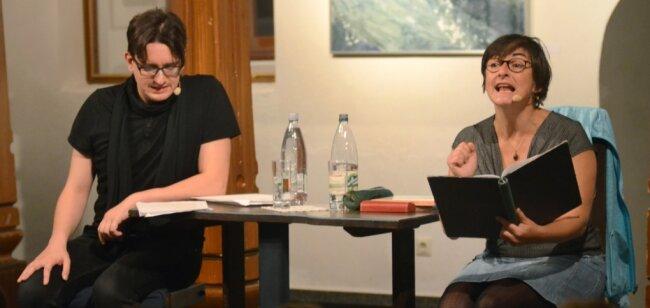 Voriges Jahr konnte der Literaturwagen noch wie gewohnt starten mit Autorinnenlesungen wie hier mit Marian Funk und Ilka Teichmüller in der Nicolaikirche. Die Auflage 2020/21 findet online statt.