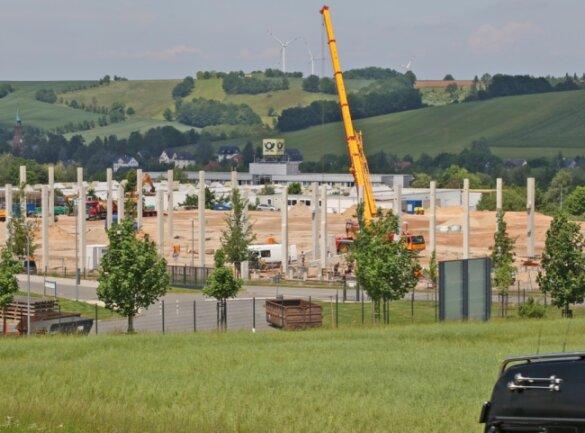 Das Unternehmen AKE-Systemtechnik lässt auf dem 24.000 Quadratmeter großen Grundstück einen Neubau errichten.