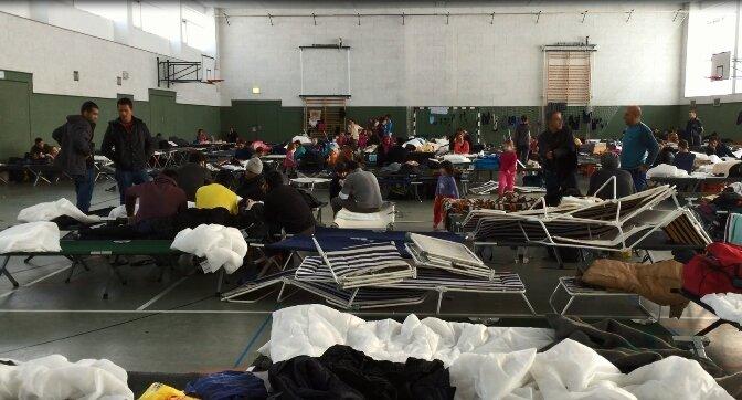 In dieser Turnhalle in Schneeberg waren bislang Asylbewerber untergebracht. Die Unterkunft wird nun geräumt.
