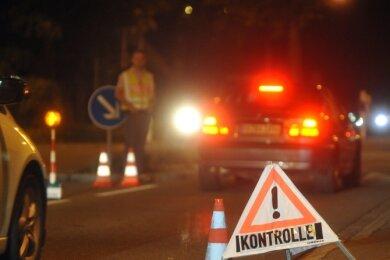 Bei der Schleierfahndung werden Fahrzeuge und Personen ohne konkreten Verdacht durchsucht und Personalien kontrolliert.