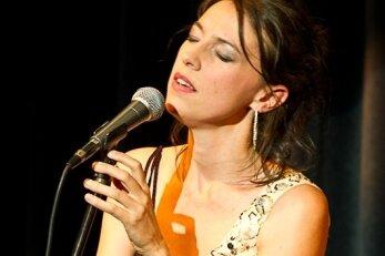 Bretonin Gwennyn singt in Lichtentanne