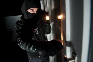 Schneeberg: Einbrecher stehlen Autoschlüssel und fünf Fahrzeuge