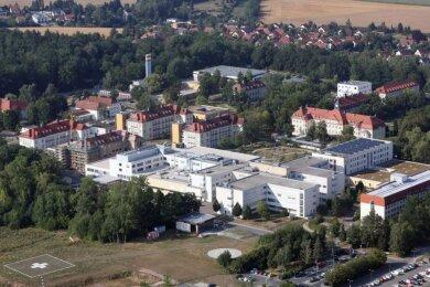 Am HBK in Zwickau haben sich mehrere Patienten und Mitarbeiter mit dem neuartigen Coronavirus infiziert - zwei Patienten haben die Infektion nicht überlebt.