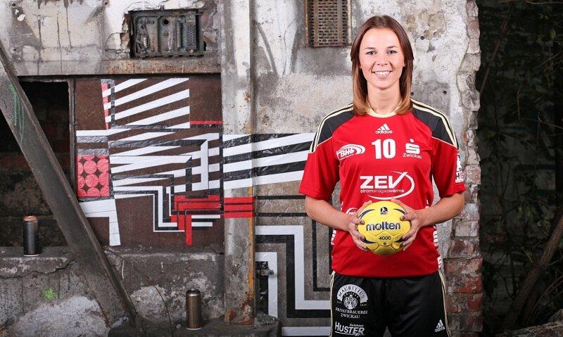 """Das Lächeln gehört zu Claudia Stein wie der Handball. """"Spaß hatte ich immer"""", sagt sie über ihre Zeit in Zwickau."""