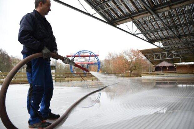 Unbekannte schalten Kühlaggregat ab - Oelsnitzer Eisbahn geschlossen