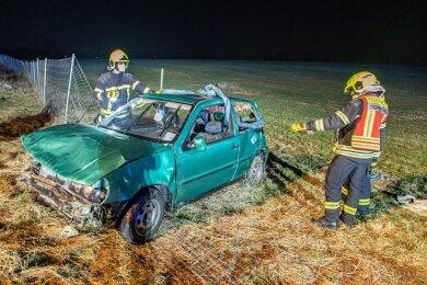 Auf der Autobahn 72 in der Nähe der Anschlussstelle Stollberg ist am Dienstagabend ein Kleinwagen mit fünf Insassen, darunter drei Kinder, verunglückt.