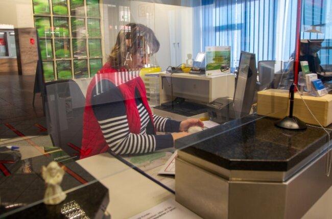 Das Informations- und Servicecenter im Oberen Bahnhof hängt in der Luft.