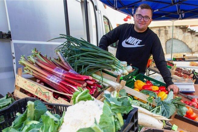 Lukas Kuzdrowski hat sich als Händler auf dem Plauener Altmarkt etabliert. Der junge Pole kommt inzwischen seit vier Jahren in die Vogtlandmetropole.