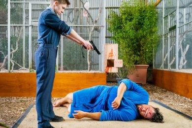 """Eine Szene aus dem Weimarer """"Tatort"""": Kerstin Brune (Jördis Trauer), Mitarbeiterin einer Sicherheitsfirma, hat sich an ihrem Chef John Geist (Ronald Zehrfeld) gerächt."""