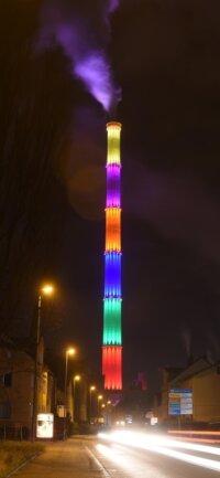 Die Stadt Chemnitz hat einen Schlot zum weithin sichtbaren Hingucker gemacht.