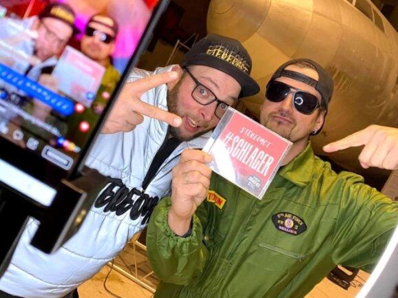 Wie das neue Album aussehen wird, steht fest. Welche Lieder alles drauf sein werden, wird aber noch nicht verraten. Bei ihren Live-Streams rühren Sebastian Seidel (links) und Rico Einenkel schon die Werbetrommel.