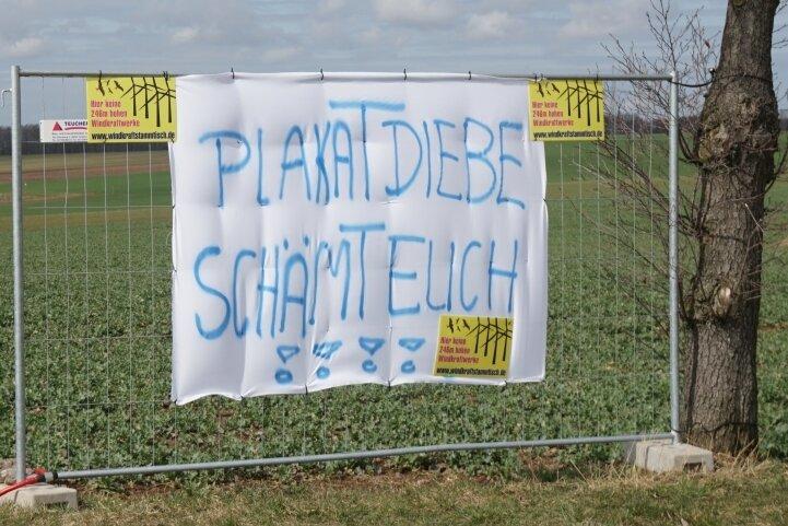 Auch wenn das Protestbanner gestohlen wurde: Der Widerstand der Anwohner gegen den geplanten Windpark Kleinschirma bleibt bestehen.