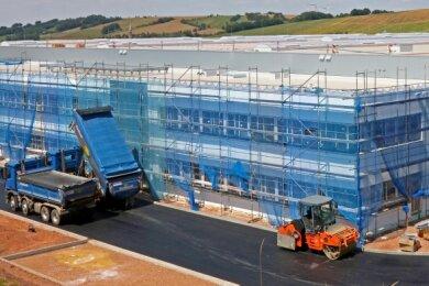 Blick auf die neue Fabrik von Meleghy, die nun in Reinsdorf bei Zwickau entsteht. Ab Januar 2021 will der Autozulieferer hier die Fertigung von Längsträgern starten.