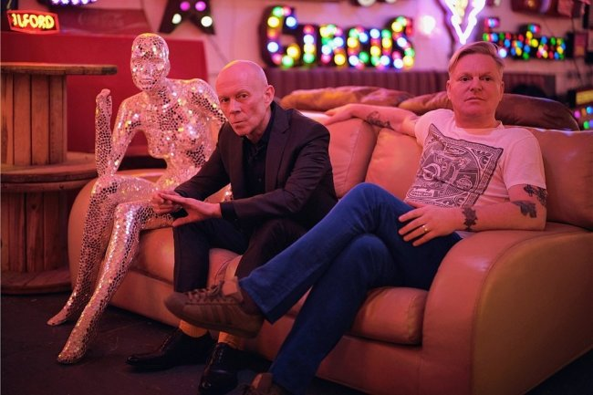 Das Synthi-Pop-Duo Erasure mit Vince Clarke (links) und Andy Bell hat bislang über 25 Millionen Alben verkauft.