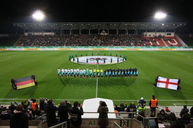 14. November 2017: Vorm U-20-Länderspiel zwischen Deutschland und England im Stadion Zwickau.
