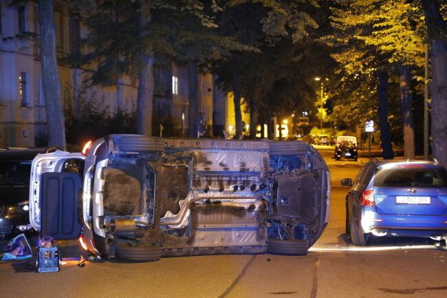 Das umgekippte Fahrzeug blockierte die Neefestraße.