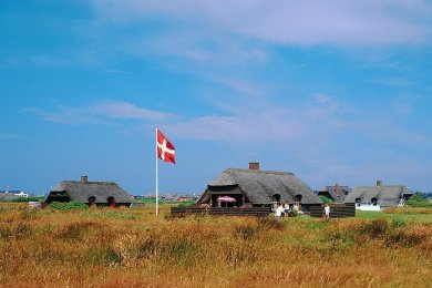 So wie hier an der Nordseeküste Jütlands wünschen sich die Deutschen ihren Ferienhausurlaub in Dänemark. Eher unerfreulich sind Fälle, die Verbraucherschützer derzeit auf dem Tisch haben. Dabei geht es um niedrige Rückerstattungen nach kurzfristigen coronabedingten Stornierungen.