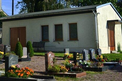 Die Trauerhalle auf dem Friedhof in Seifersbach ist nach Ansicht der Rossauer Gemeinderäte in keinem guten Zustand mehr.
