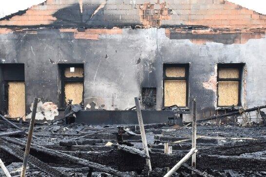 Die Bundesliga-Wettkampfarena des AV Germania Markneukirchen brannte am 27. April bis auf die Grundmauern nieder. Bei einem Benefizkampf am Samstag zwischen dem KSV Pausa und den Markneukirchenern sollen Spenden für den Wiederaufbau gesammelt werden.
