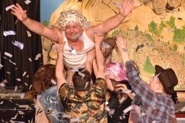 Bei der Tanzschau Dirty Dancing schwebte Hartmut Michau.
