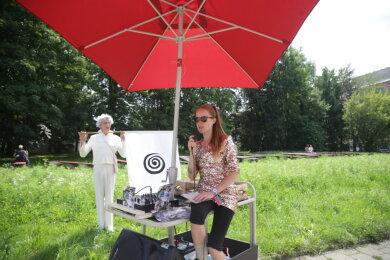 Musik am Bernsbachplatz.