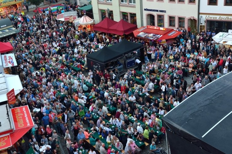 Mehr Abstand als in vergangenen Jahren - im Foto eine frühere Auflage des Festes - wird beim Peniger Stadtfest diesmal geboten sein. Am Programm soll aber nicht gespart werden.