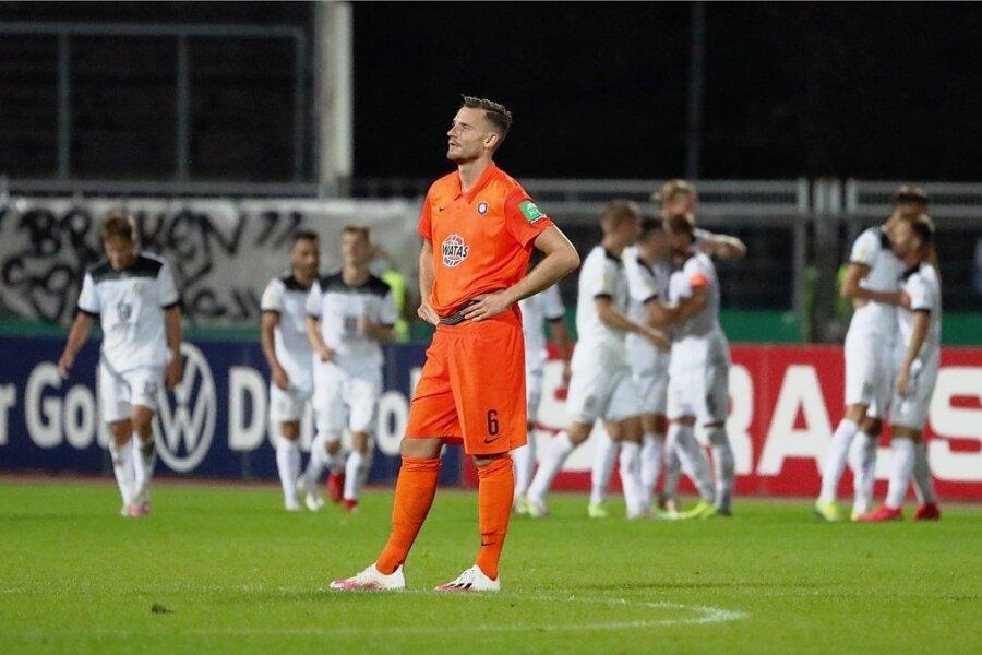 Florian Ballas erlebte im ersten Pflichtspiel für den FC Erzgebirge Aue eine Blamage.
