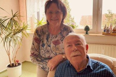 Silvia und Conrad Sachs mussten lange auf ihren Impftermin warten. Doch am Mittwoch haben sie die erste Spritze bekommen.