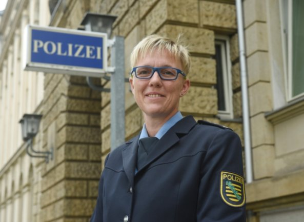 Jana Ulbricht ist Erste Polizeihauptkommissarin und Pressesprecherin der Polizeidirektion Chemnitz. Meist berichtet sie von ernsthaften Situationen - manchmal aber auch von Merkwürdigkeiten des (Dienst-)Alltags.