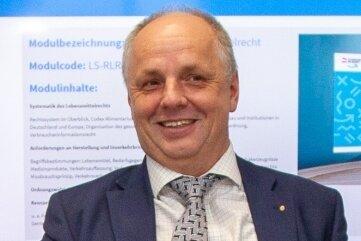 Der Plauener BA-Direktor Lutz Neumann ist Praktiker und Mitinitiator des neuen Projektes.