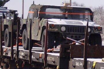 Auch Geländewagen wurden transportiert.
