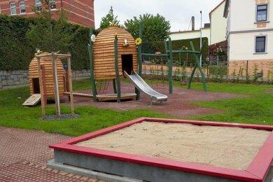 Der Spielplatz an der Fichtestraße/Ecke Ebersbrunner Straße kann nun von Kindern in Besitz genommen werden.