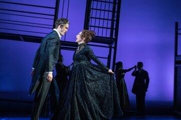 """Susanne Engelhardt und Alexander Donesch, hier in einer Szene aus dem """"Grafen von Monte Christo"""", der im nächsten Jahr wieder auf die Bühne kommt, gehören zu den Solisten des Musicalkonzertes auf dem Obermarkt."""